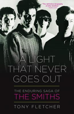 A Light That Never Goes Out: The Enduring Saga of the Smiths (Fletcher Tony)(Paperback)
